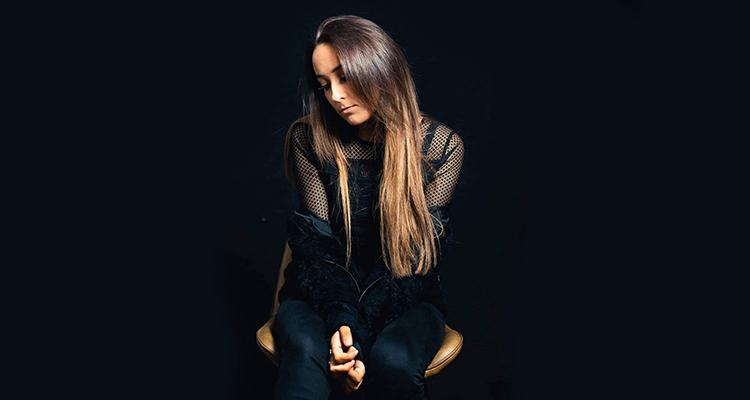 Amy Naessens - Irish music artist